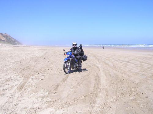 Motorräder am Strand von Neuseeland